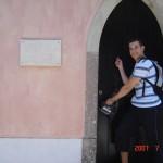 Ispred kuce Hansa Kristijana Andersena u Sintri
